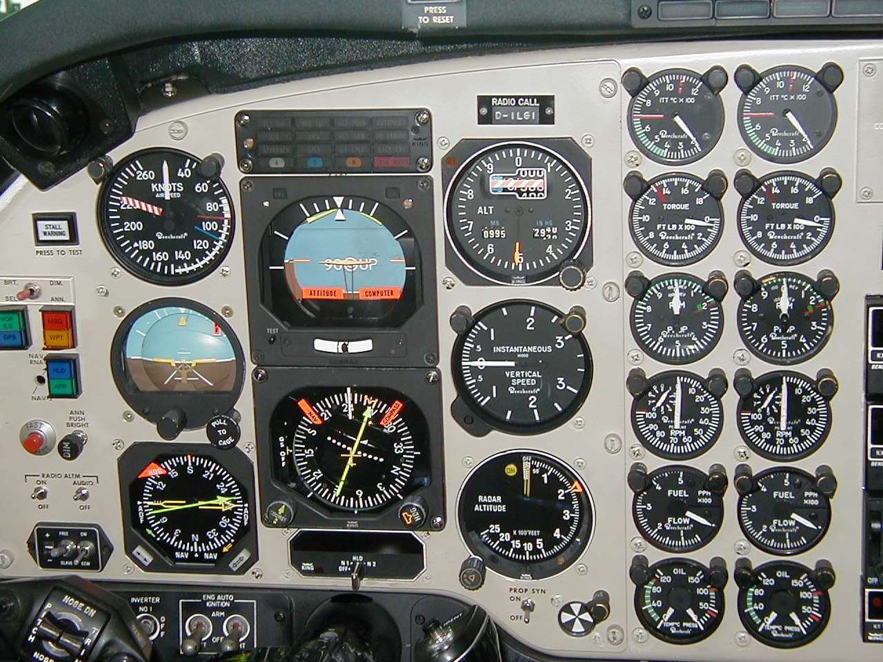 Cockpit Instrument Panel : Analog digital and configural displays in hci no fine